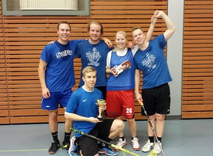 Tappi-liigan sekasarjan 2014 voittajajoukkue  Simon Alpakat. Finaali meni Alpakoille selvin lukemin 13-6 MIKreeniä vastaan.